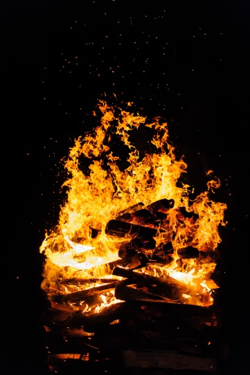 Erätulet - A Bonfire